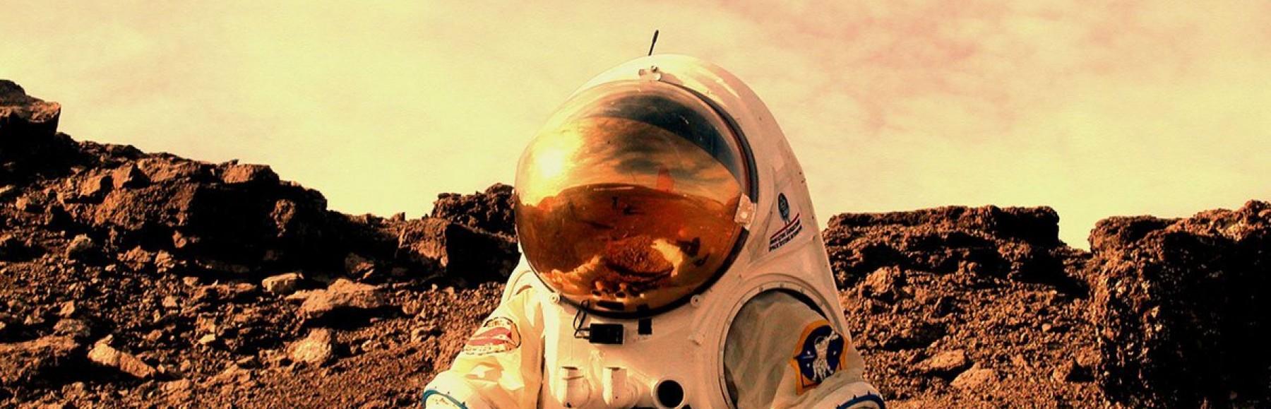 atamabekleyenastronot kapak fotoğrafı